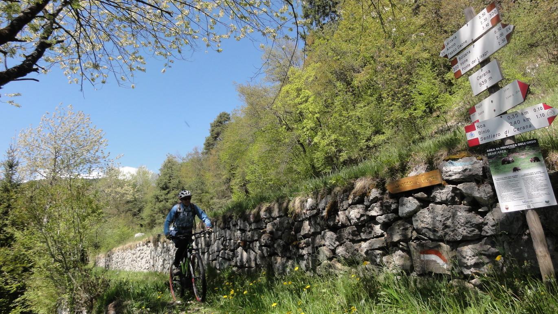 Tag 6: Auf dem Weg nach Ragoli in der Thermenregion Comano erreicht man diesen schönen Singletrail der Dolomiti di Brenta Bike-Westroute