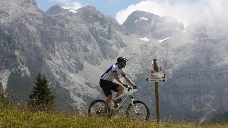 6. Tag (west): Näher kann man den Brentadolomiten nicht kommen als am Bärenpass oberhalb des Lago di Valagola